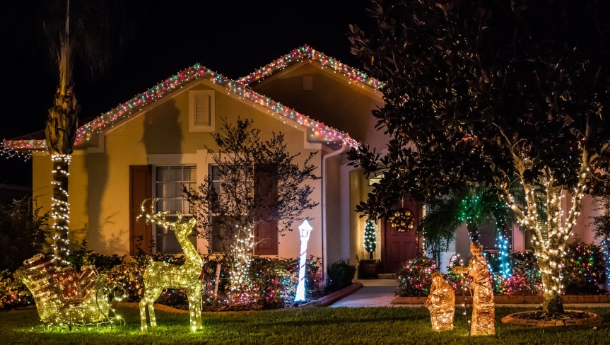 Christmas Lights House (Mariamichelle Pixabay).jpg