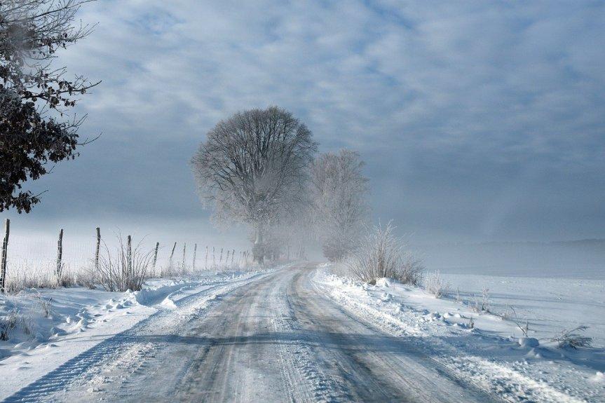 Misty Winter Road by artellliii72 on Pixabay