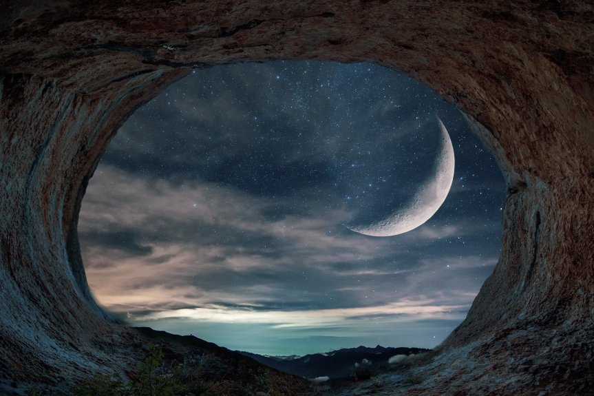 CAve with Dreamy Moon by enriquelopezgarre on Pixabay