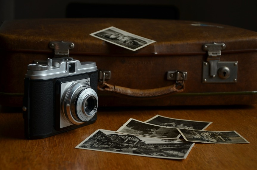 old-camera-and-luggage-by-congerdesign-on-pixabay