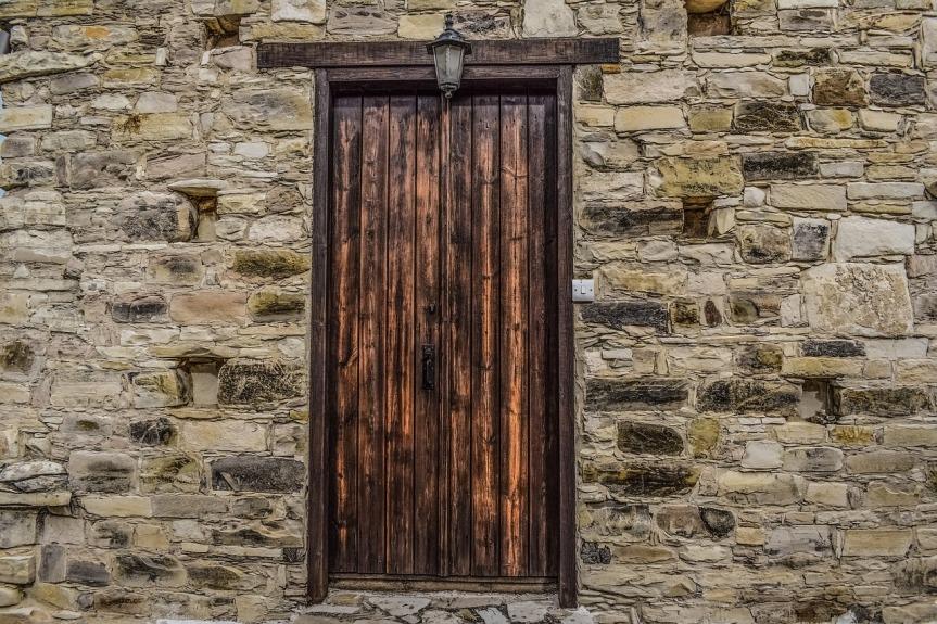 old-wooden-door-by-dimitrisvetsikas1969-on-pixabay