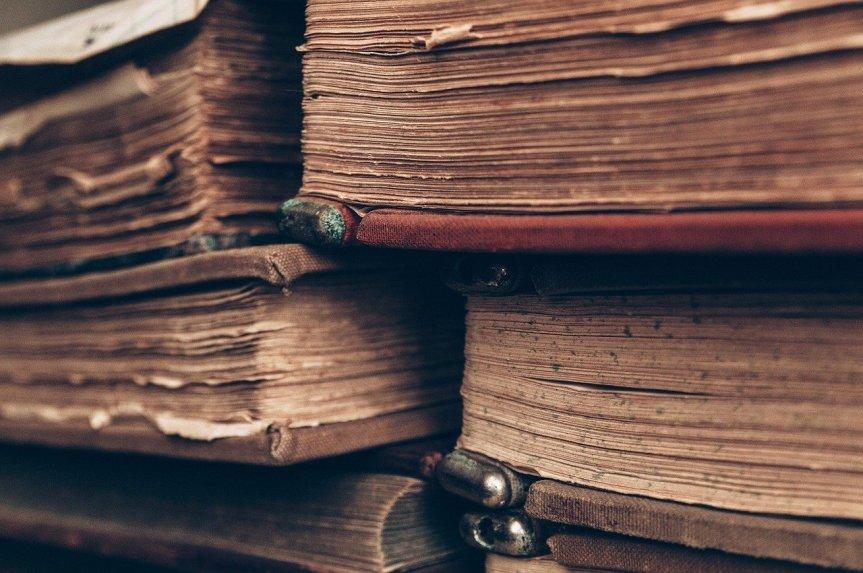 Old Books by bohdanchreptak on Pixabay